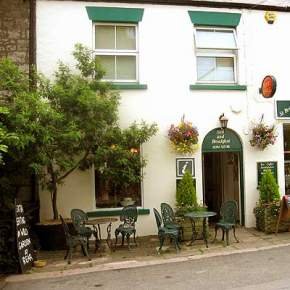St Briavels Bed and Breakfast, Willow House, Church Street, St Briavels, Gloucestershire, GL15 6RG, Forest of Dean bed and breakfast, were you can be sure of a good night's sleep in our comfortable, sunny double and twin rooms.