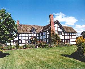 Rose Cottage is situated in beautiful north west Herefordshire, a land of cider orchards and picturesque medieval villages.
